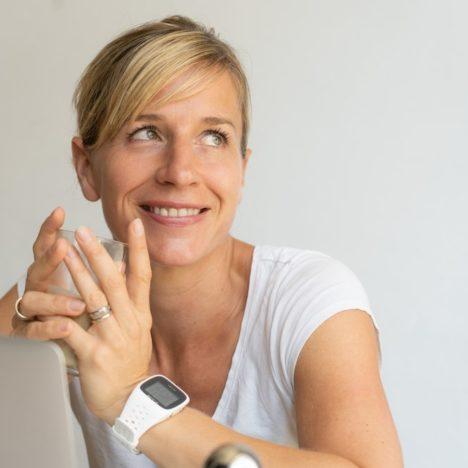 Folge 003: Von der Biochemikerin zur Börsen-Expertin – Dr. Carmen Mayer im Interview